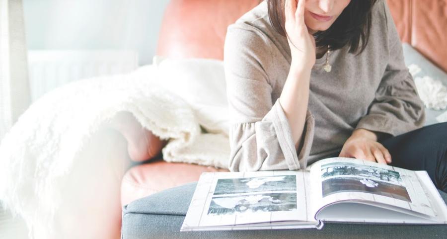 lady n a sofa looking at a photobook