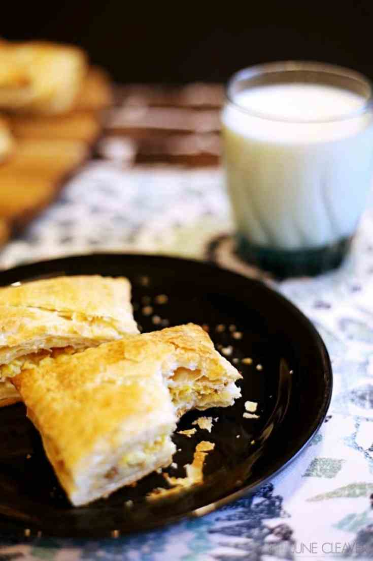 Easy make-ahead breakfast: sausage and egg breakfast pastries. #mymorningprotein #IC (ad)