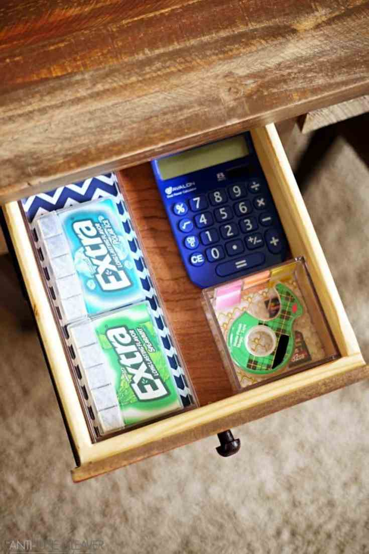 Organization doesn't have to boring with this simple and pretty DIY desk drawer organization idea - #GIVEEXTRAGETEXTRA #Target (ad)