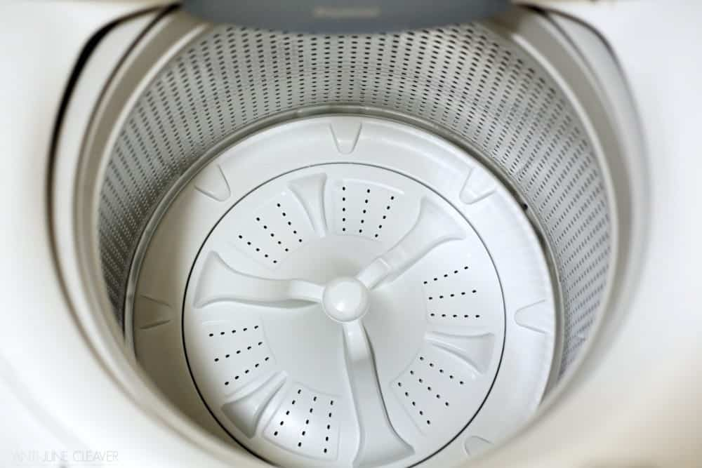 How to Clean Your Washing Machine Naturally + Small Laundry Room Survival Tips #TryMembersMark (ad)