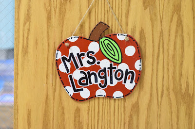 apple door hanger for classroom
