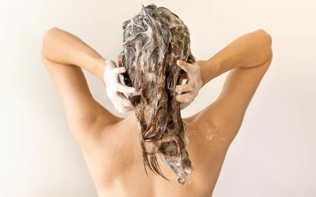 Shampooing in Hair