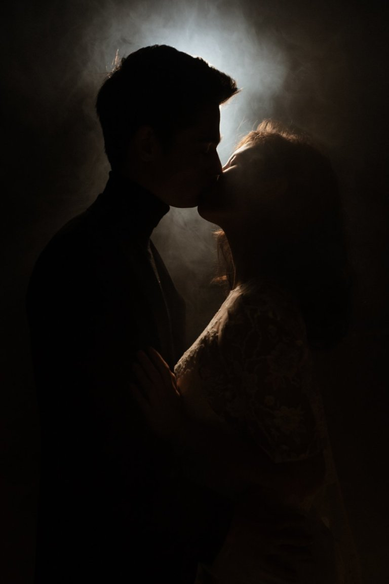 Anais and JB kiss Intimately