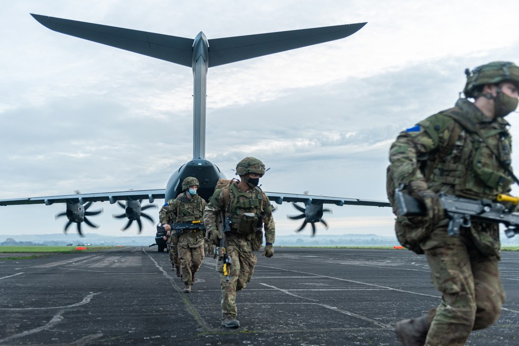 Sub-Unit Command - 2 PARA soldiers disembark from an A400