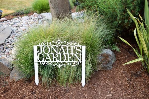 Super Funny Garden Sign Ideas To Spread Cheer Outdoors