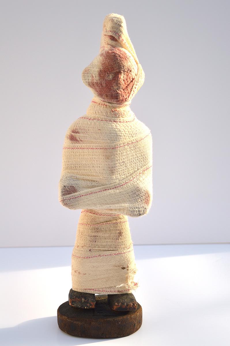 Thiemoko Diarra, Bandage, Pansement et peinture à l'huile. 2019.