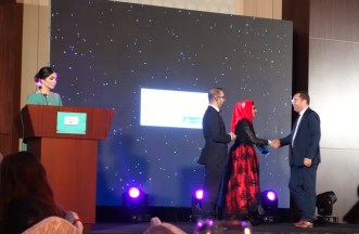 WUD's Faisal Khan and Zunira Malik presenting awards