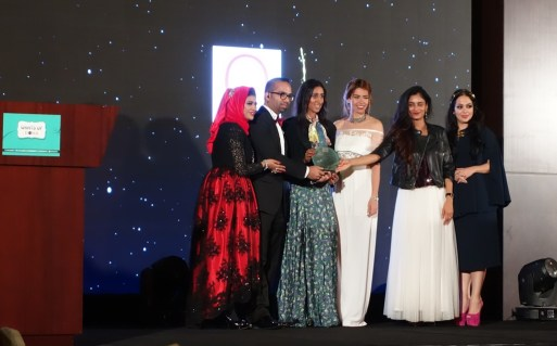 Wud's Faisal Khan and Zunira Malik presenting awards to bloggers