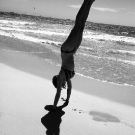 Handstand beach outfit