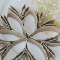 How to make a Paper Roll Snow Star Ornament. A fun Activity with kids.