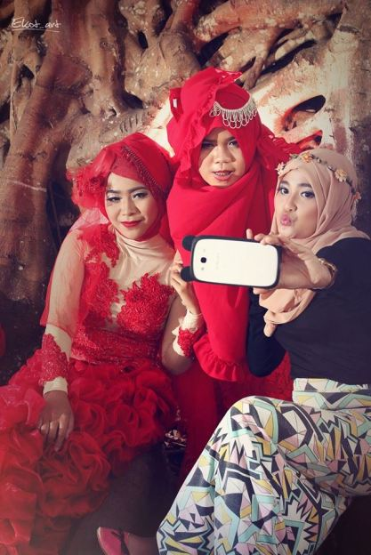 Groupie Selfie. A bride taking selfie with her friends on their wedding day (photo by Ari E)