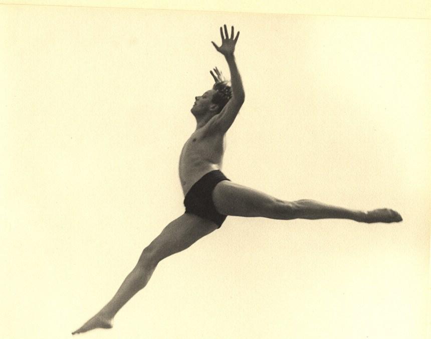 Dancer. Ballet Errante 1932 Galerie Karsten Greve Paris, Cologne, St. Moritz, Artwork exhibited by: KARSTEN GREVE.jpg