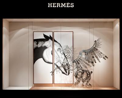 H023 席時斌《馬之戲劇:愛情之馬》Hermes藝術櫥窗,不鏽鋼、以及愛馬仕絲巾,2016x2246x60cm,2011(1)