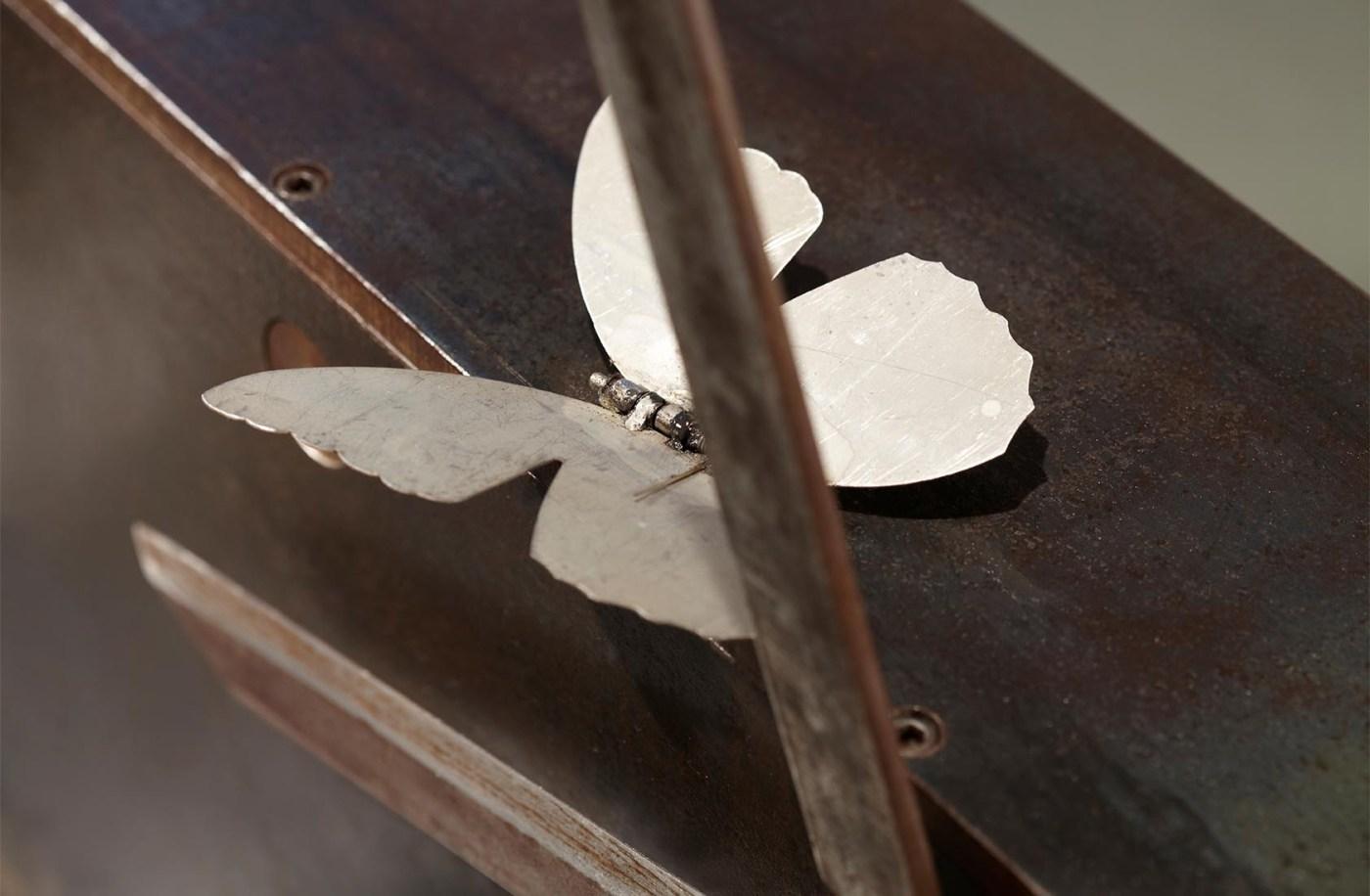 Sunil Gawde-上帝的旨意-56x84x28cm-軟鋼, 不銹鋼, 現成園藝剪刀, 電動機械零件-2011-04