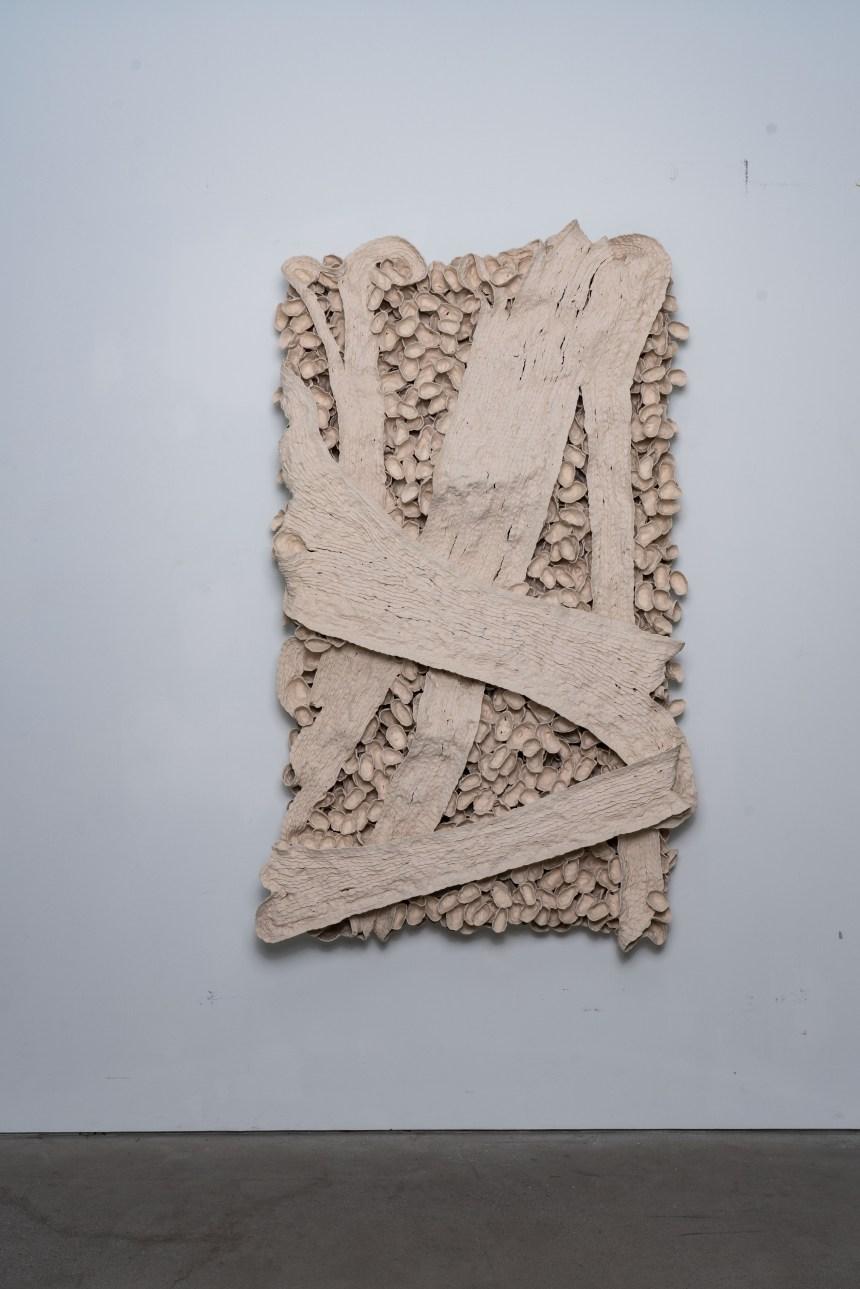 藝術家:徐永旭 Hsu Yunghsu 作品名稱:2018-2 尺寸:184x110x27 cm 媒材:瓷Porcelain 年代:2018 Courtesy of the artist and 双方藝廊 Double Square Gallery