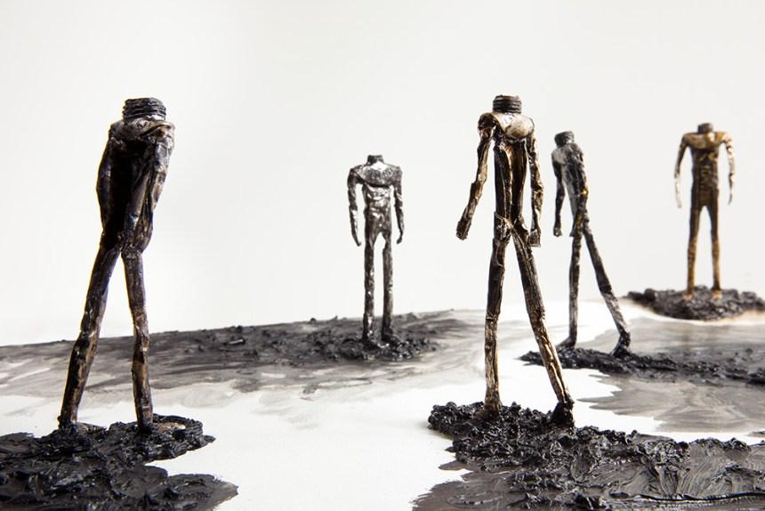 《廣場上的五個行人》 Five Walkers on the Square 2018-2019 油彩、錫管、畫布 Oil and tube on canvas 41.4×62×16.3 cm