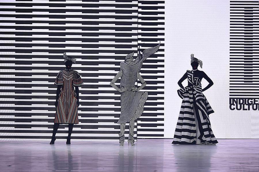 織布為台灣原住民族共有的傳統工藝,「原民文化」主題秀將圖騰抽離之後回歸最單⼀的純粹元素,詮釋出輕質量的原住民元素的時裝系列風格。(圖取自文化部官網)