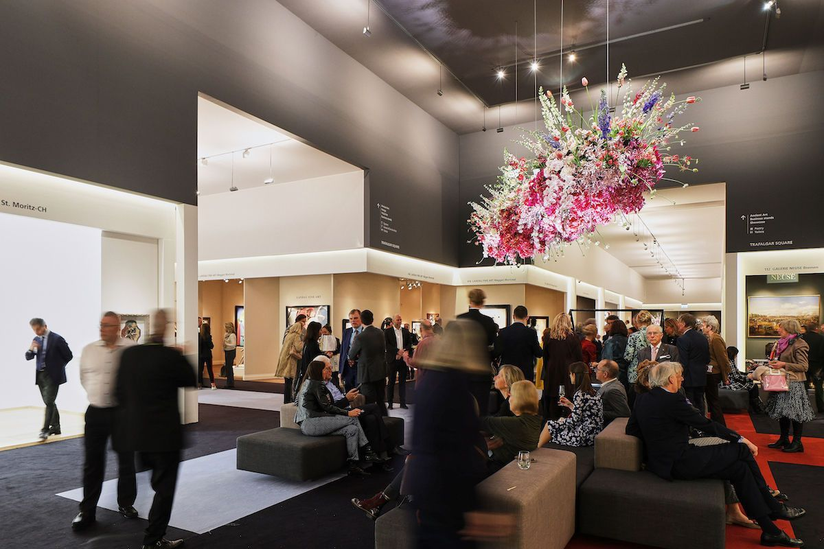 Visitors-to-the-2020-edition-of-the-TEFAF-Maastricht-art-fair.-Photo-courtesy-TEFAF.