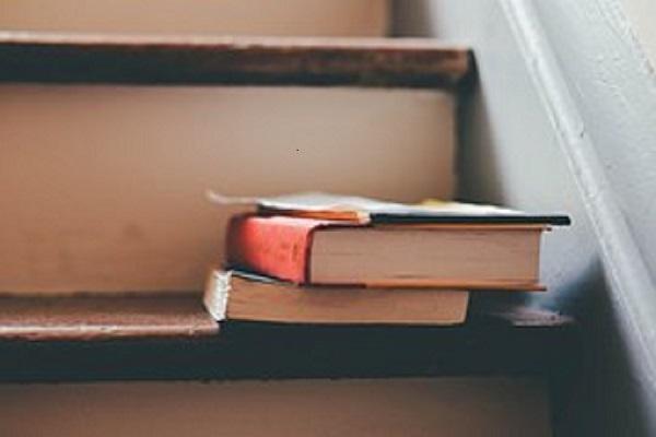 Treppe_Bücher