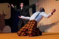 Mandragola – die Liebeswurzel. Mit Richard Aigner (vorn) und Jonathan Held (Hintergrund). Bearbeitung von Wolfgang Schukraft nach dem Stück von Niccolò Machiavelli. Foto: Suse Schukraft