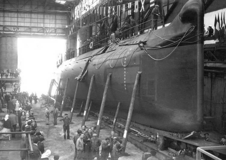 Lancement de La Minerve aux chantiers Dubigeon, à Nantes, le 31 mai 1961.