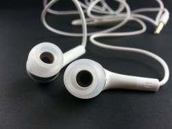 earphone-316753_640