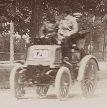 Андре Мишлен на фото слева
