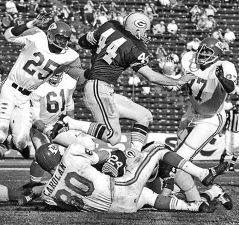 Packers halfback Donny Anderson (44) running against the Chiefs (photo by Ben Olender / Los Angeles Times).