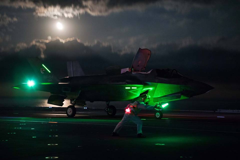 Cool photos show RN and RAF F35 pilots conducting first