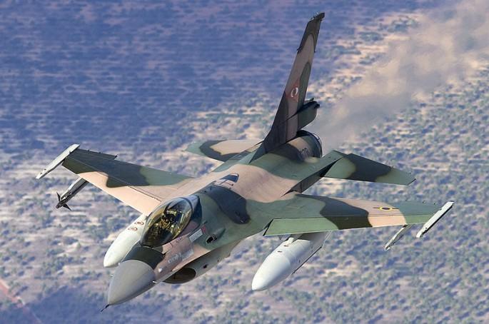 Venezuelan_Air_Force_General_Dynamics_F-16A_Fighting_Falcon_(401)_Lofting