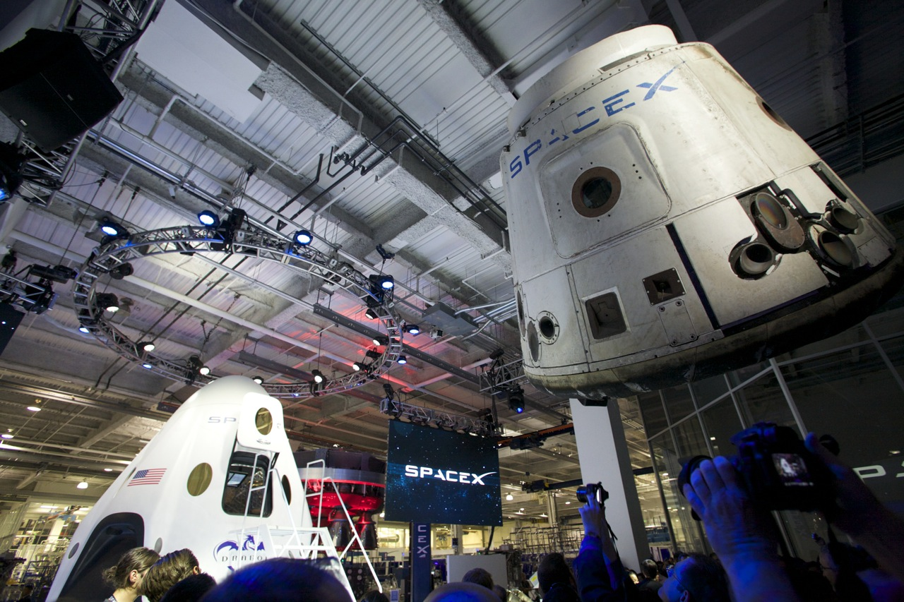 Inside Look At Spacex Dragon V2 The First Private
