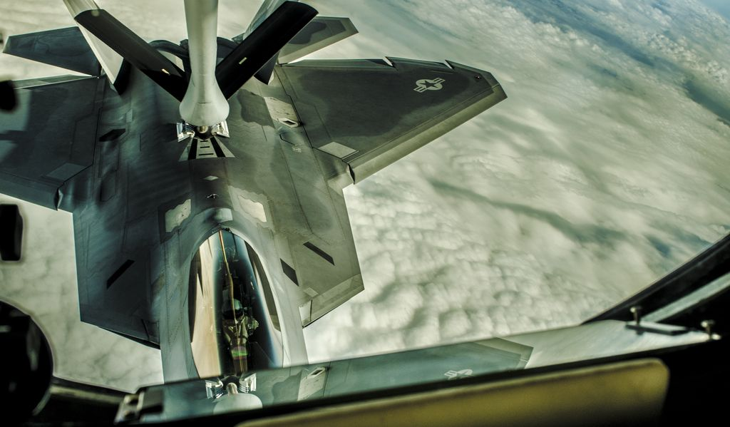 These may be the only F-22's Achilles' heels in a dogfight against