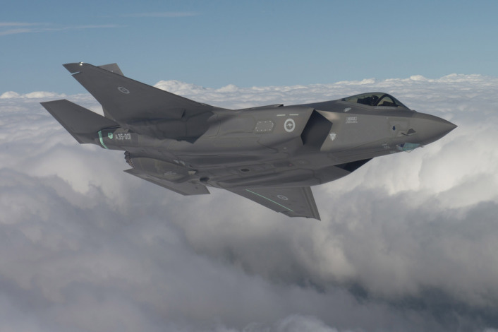RAAF F-35 first flight turn