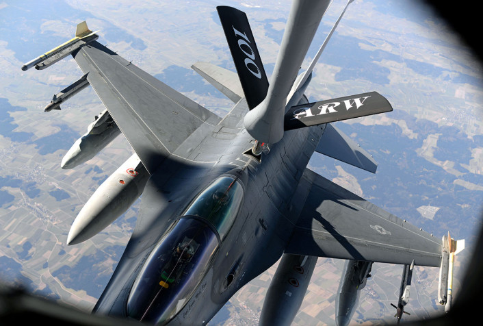 F-16 AV refuel over Estonia 2