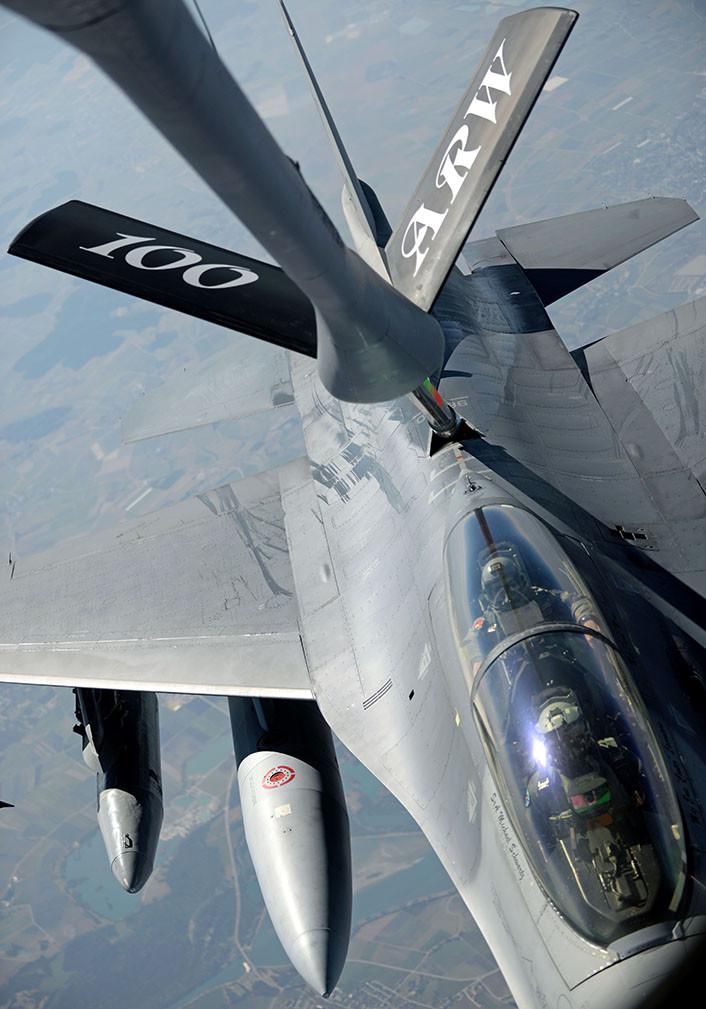 F-16 AV refuel over Estonia 4