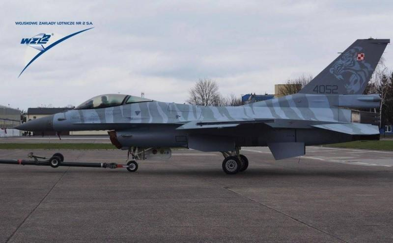 Polish Air Force to form a new F-16 Viper Demo team. And here's the jets livery