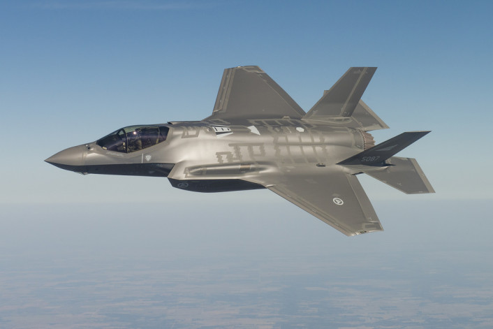 RNoAF F-35 maneuvering
