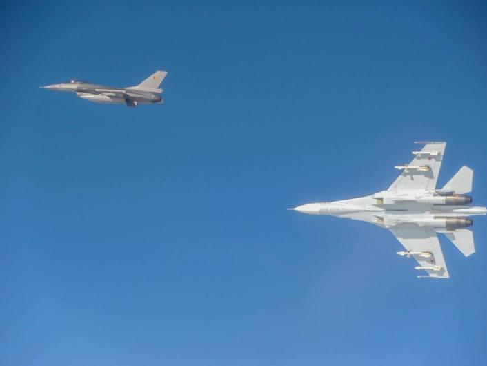 F-16 vs Su-27
