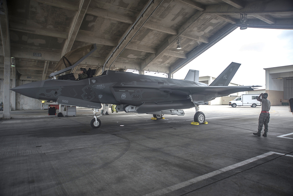 Interesting Photos Show U S  Air Force F-35A Stealth Jets