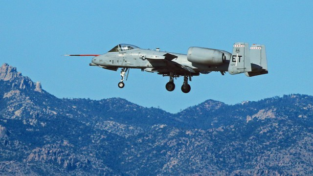 Fairchild-Republic A-10 Thunderbolt II  Test_A10_10