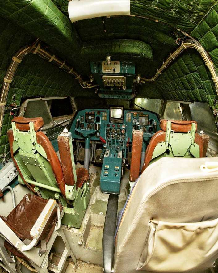 Ekranoplan cockpit - Take A Look At These Incredible Shots Of The Russia's Sole Completed Lun-Class Ekranoplan