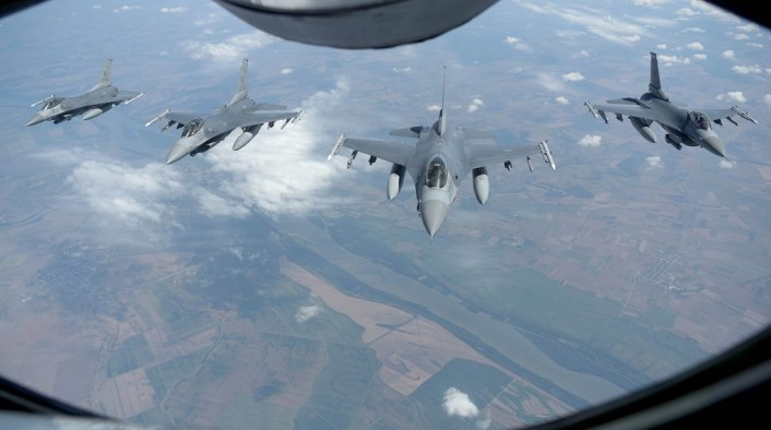 Vipers joint ex live 2 - U.S. Air Force and Navy Perform Joint Exercise over the Black Sea (With Live Weapons)
