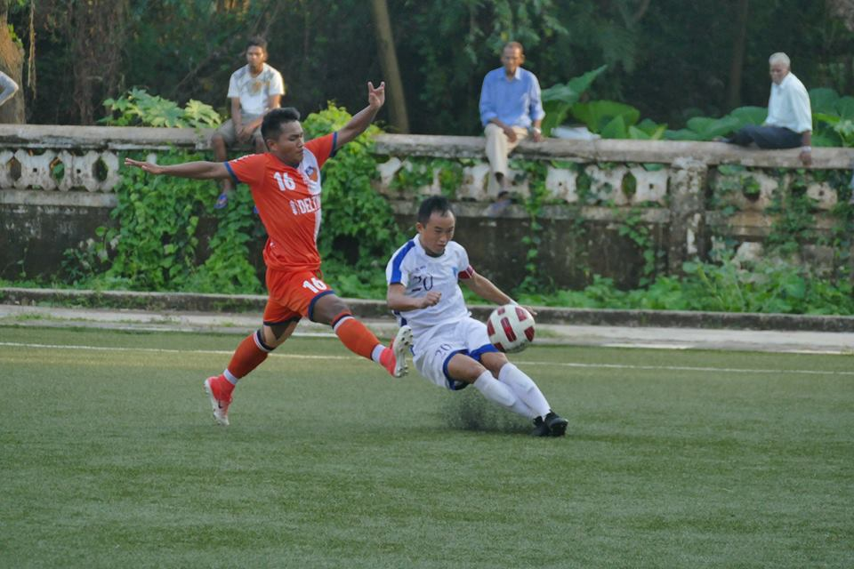 Low walls, high action: Goan FC and Corps of Signals in action in the Goa Pro League. Photo Courtesy: @GFAGoa/Facebook