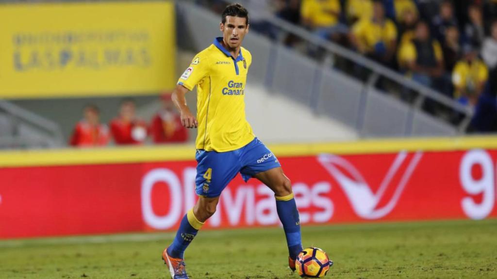 Kerala Blasters sign Spanish midfielder Vicente Gómez