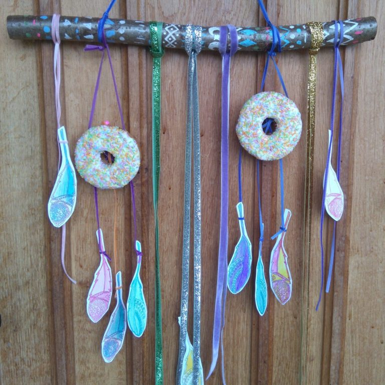 Oh so pretty Doughnut dreamcatchers – a fun Boho doughnut DIY!