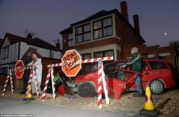 family spends 20,000 on halloween decorations 1