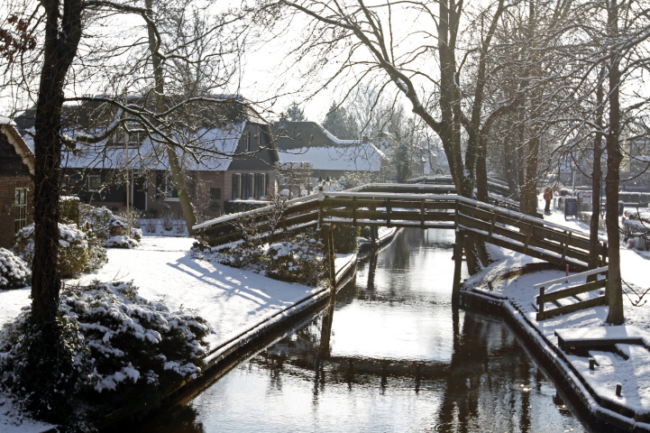 hanging chair in bedroom child desk and check out giethoorn holland, the village with no roads fairy tale like canals