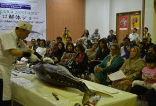 Tuna Fillet Making Demonstration