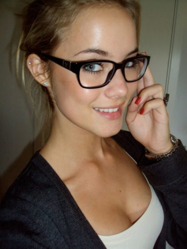 Badchix Everyone loves cute girls with glasses 1