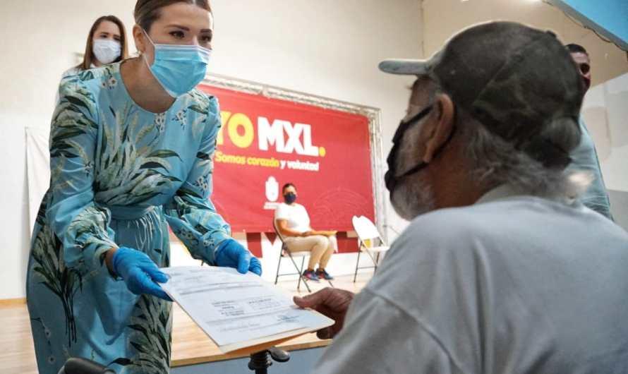 Entrega Alcaldesa de Mexicali apoyos para familias que perdieron su patrimonio en la ciudad, valle y San Felipe